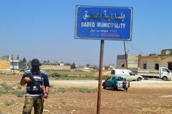 Klein und unscheinbar: Dabiq in Nord-Syrien - hier mit IS-Kämpfer (Quelle: Twitter)