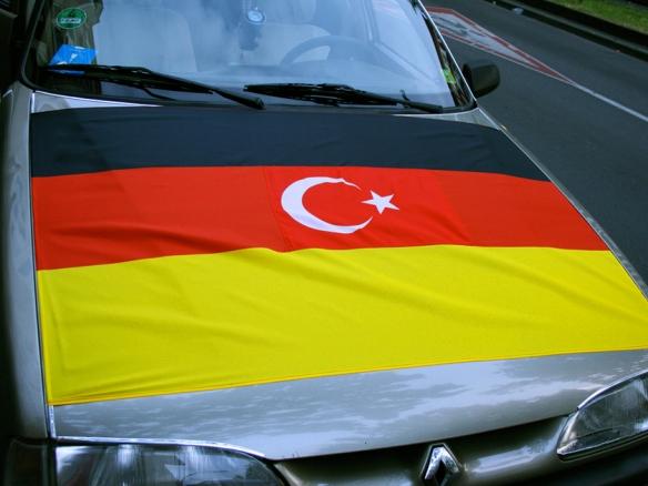 auto-tuerkeiflagge